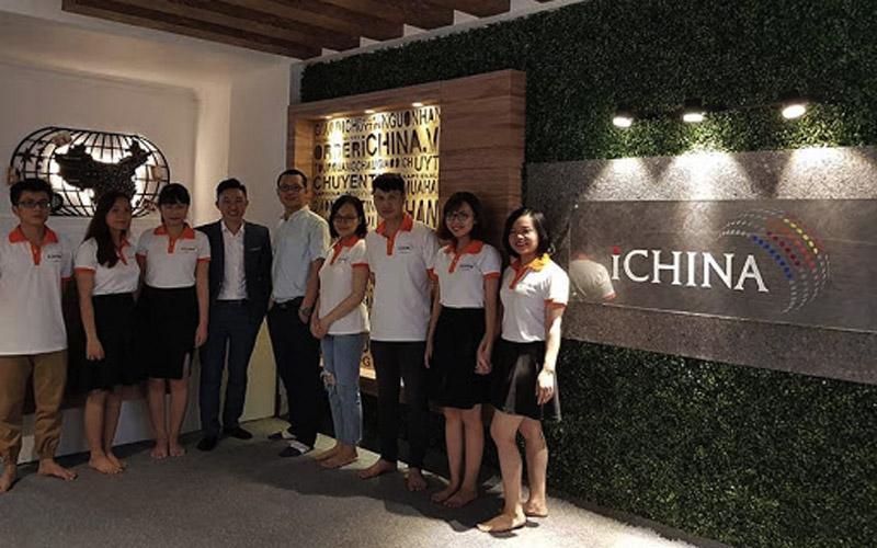 Đội ngũ nhân viên của iChina Company sẽ luôn đồng hành cùng khách hàng trong những lần mua sắm.